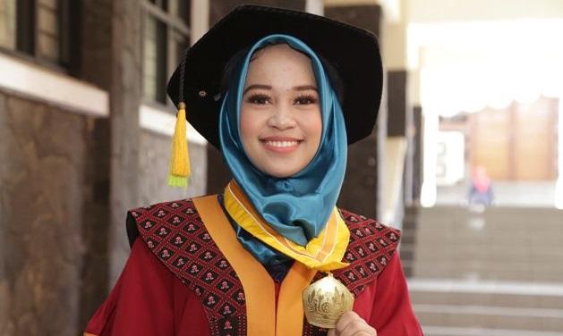 #2019GantiPresiden Membuat Regita Anggia Jadi Lulusan Terbaik Unpad